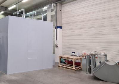 Cabine de peinture sur mesure vue de biais