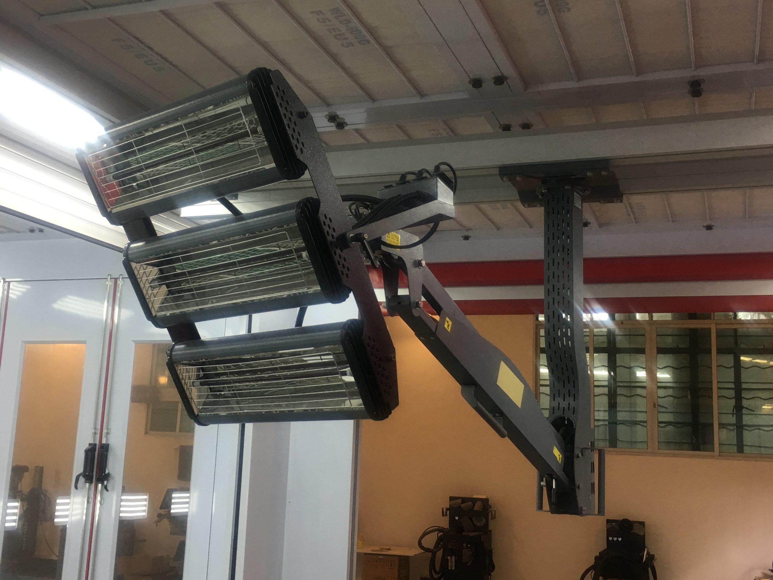Cabine de peinture avec lampes infrarouges suspendu